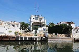 Magnificent villa with pool + boat mooring on the wide canal
