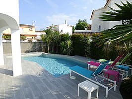 Spectecular villa with 2 apartments and pool